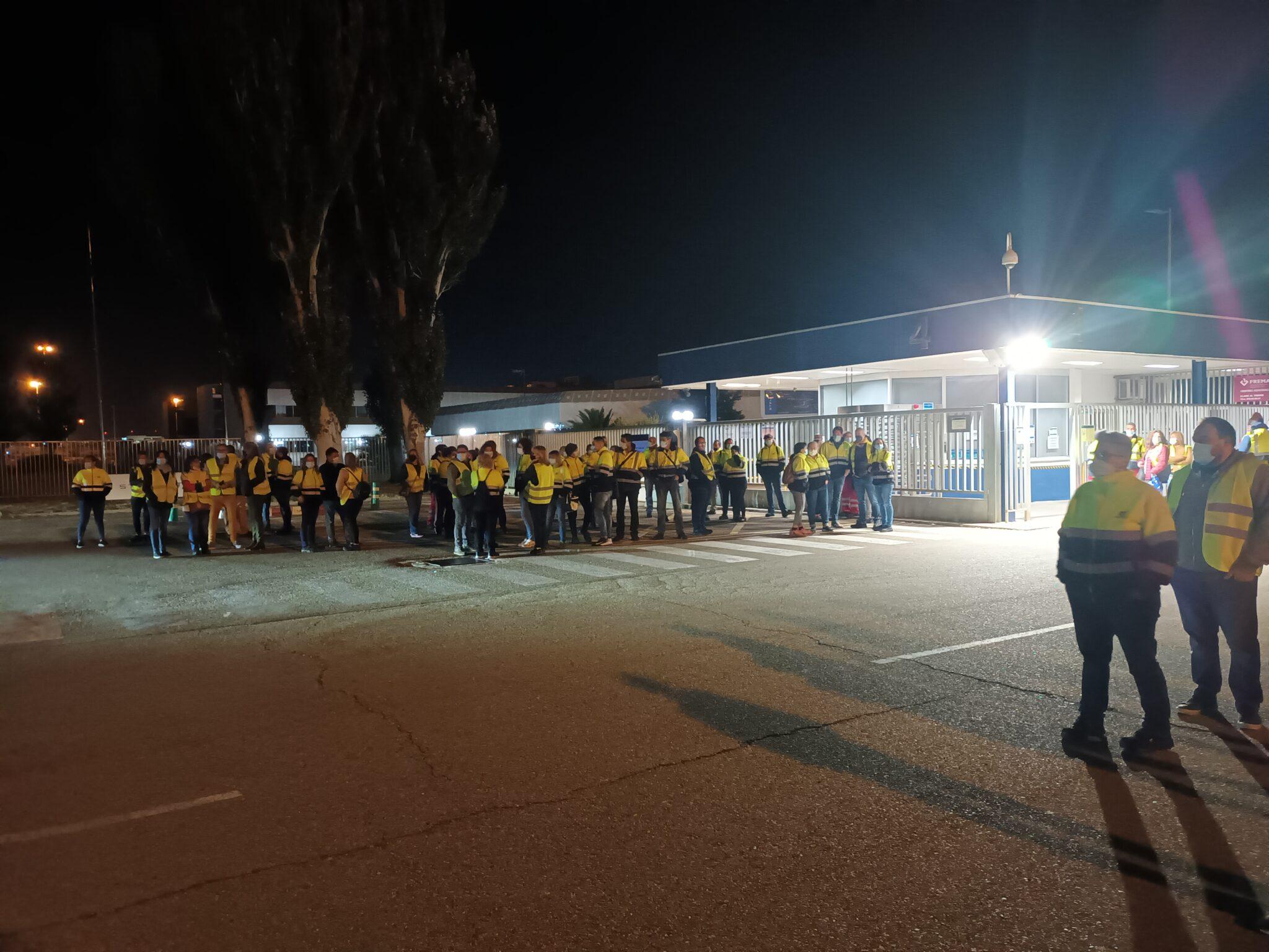 Impiden el acceso a la factoría de Opel España en Figueruelas al personal que se incorporaba a sus puestos de trabajo